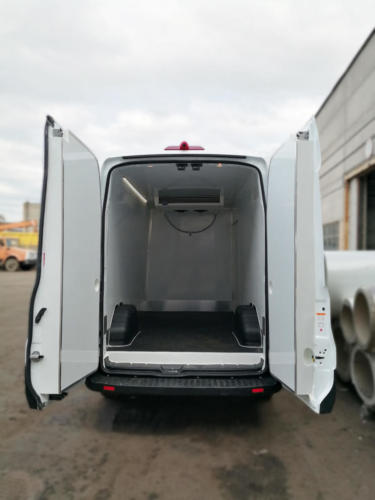 Утепленные задние двери в изотермированном Ford Transit с ХОУ